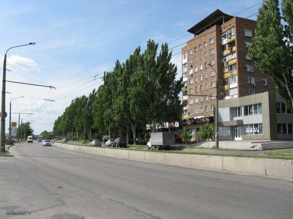 Улица Победы в районе магазина «Олимпия», справа собственно и сам магазин