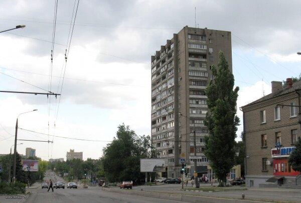 Высотный дом на перекрестке ул. Победы и ул. Нижнеднепровская