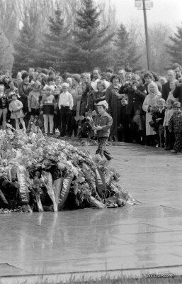 Возложение цветов, 9 мая 1982 год