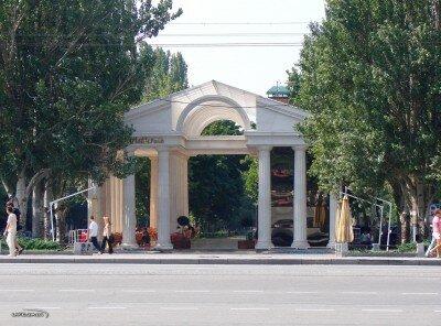 На перекрёстке проспекта Ленина и проспекта Маяковского