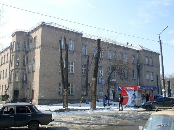 Детская поликлиника № 3 по улице Брюллова, 8