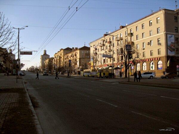 Дома на пр. Ленина в лучах весеннего солнышка