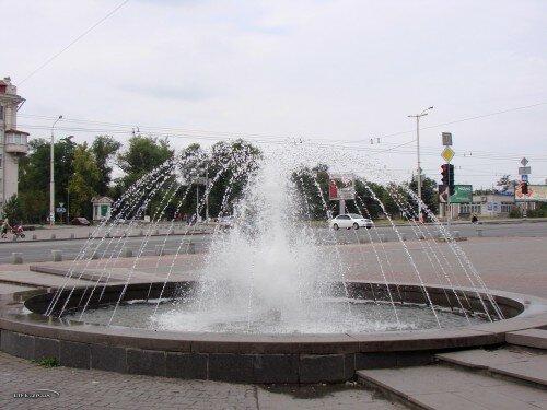 Фонтан на площади Поляка
