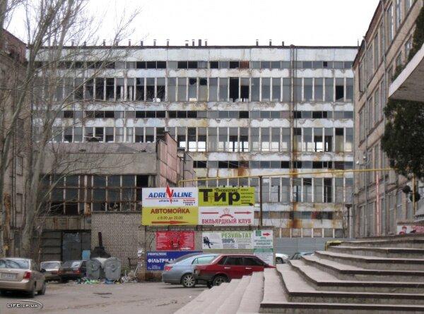 Заброшенный корпус завода Гамма, фото с улицы Лермонтова