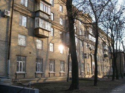 Первый этаж занимает музыкальная школа №2 на улице Сталеваров 17