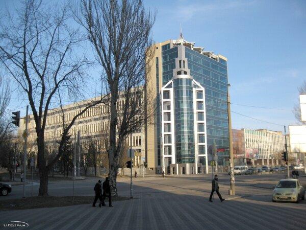 Реконструированное из корпуса завода Гамма на перекрестке проспекта Маяковского и ул. Победы