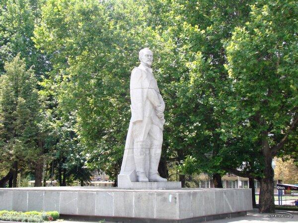 Памятник Ф. Э. Дзержинскому, лето 2009 год
