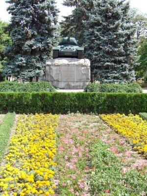 Памятник танкистам на площади Советской