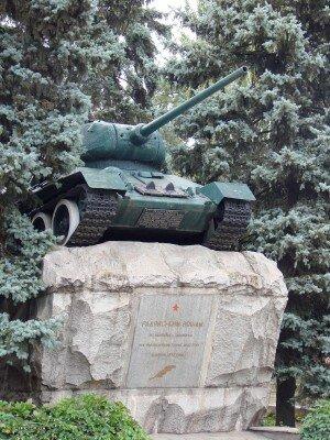 Танк Т-34 - памятник героям-танкистам