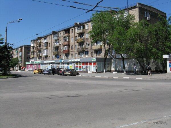 Жилой дом с торговым комплексом «Лік» и магазином «Лотос» на первом этаже площади Профсоюзов