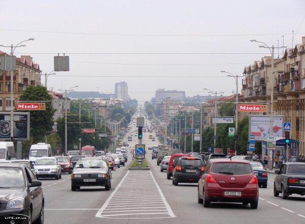 Транспортный поток на проспекте Ленина