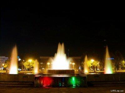 Цветомузыкальный фонтан ночью