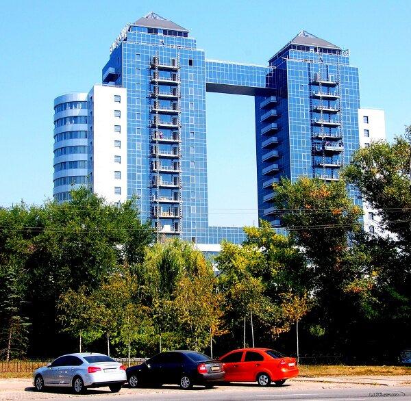 Бизнес центр «Хортица Палас» в районе центрального городского пляжа