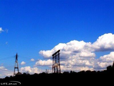 Голубое небо, три мачты на острове Хортица