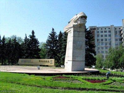 Памятник «Тревожная Молодость»