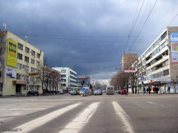 Перекресток проспекта Ленина и улицы Украинской
