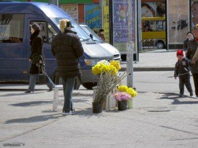 Продавец цветов на проспекте Металлургов