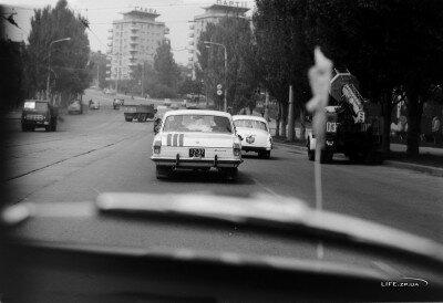 Проспект Ленина 23.05.1980 года, пятница, а автомобилей очень мало.
