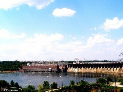 Солнечный день на плотине ДнепроГЭС