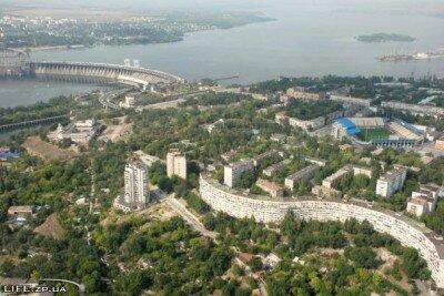 Стадион, пьяный дом и плотина с высоты