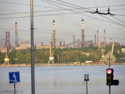 Вид на заводы с улицы Плотинная