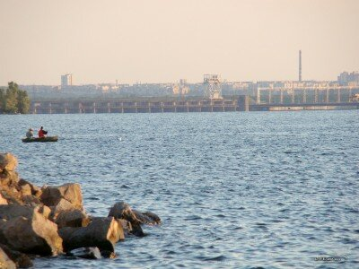 Вид с нового пляжа на плотину - Павло-Кичкас