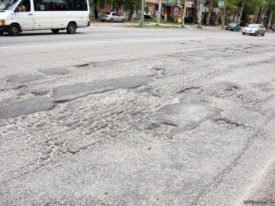 Дорожное покрытие на улице Украинской в районе перекрёстка с улицей Гоголя
