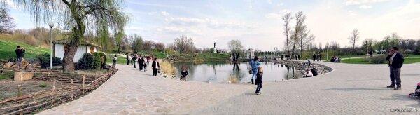 Панорама в парке на набережной, апрель 2011 года