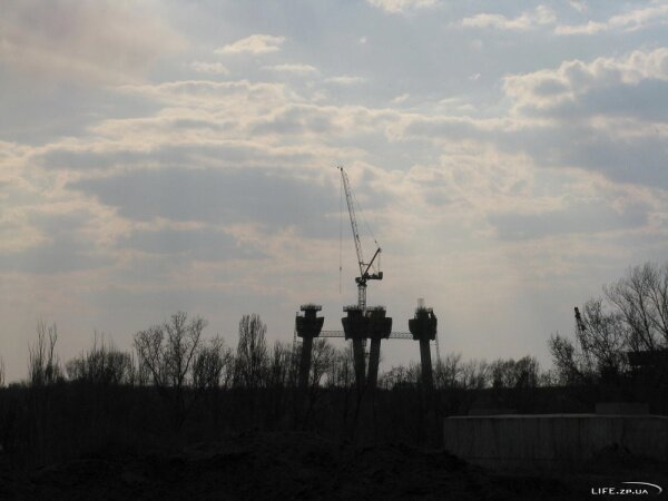 Строительство новых мостов в Запорожье, апрель 2011