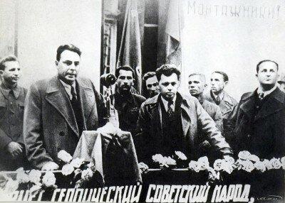 Л.И. Брежнев выступает на митинге в честь пуска домны №3, «Комсомолка» на заводе «Запорожсталь», 1947 год
