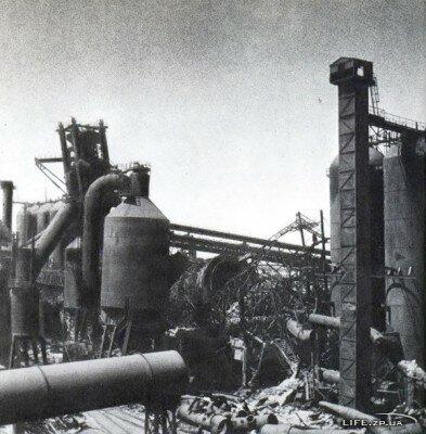 Разрушенная домна на заводе Запорожсталь