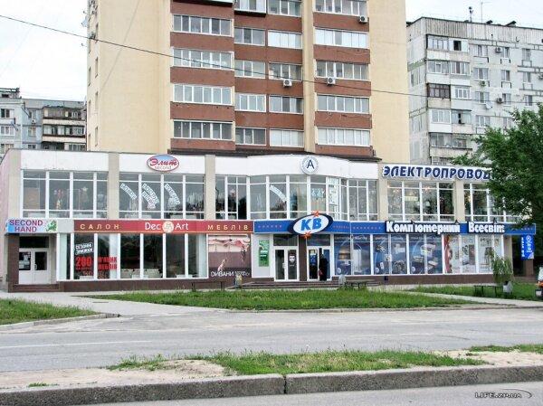 Несколько отдельных магазинов возле высотки по проспекту Юбилейный, 14.