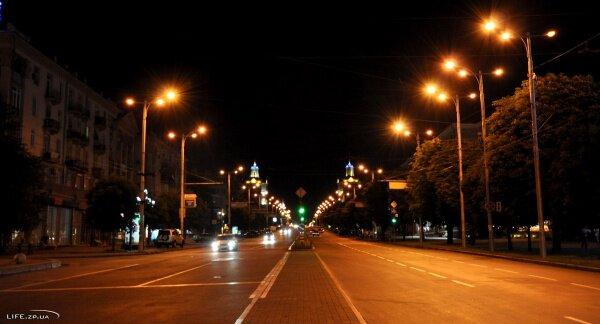 Ночной проспект Ленина в районе горисполкома