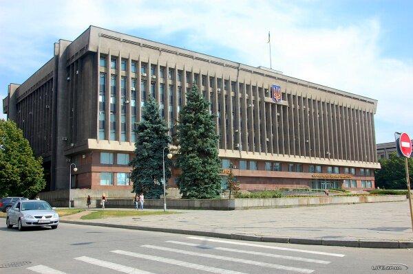Здание областной администрации и облсовета на площади «Фестивальная». 2011 год.