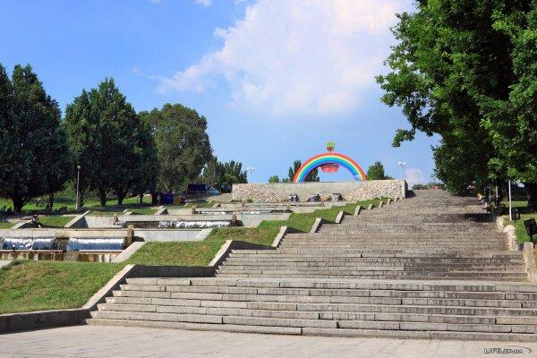 Каскад фонтанов Радуга в Запорожье