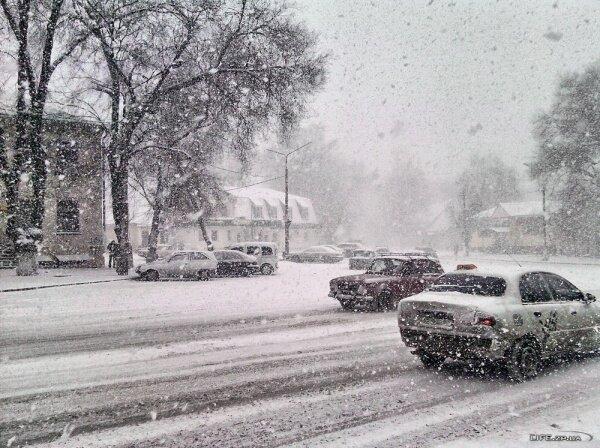 Улица Истомина 15. Настоящая зима в Запорожье, 2012 год.