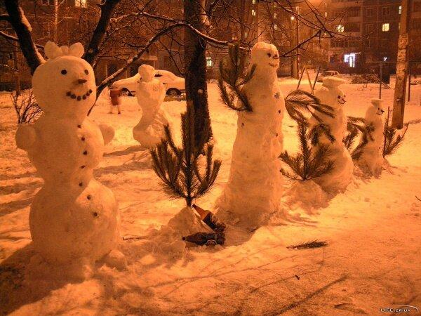 Снежная семейка в Запорожье, 2012 год