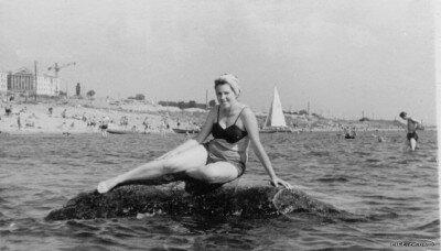Пляж с видом на металлургический техникум, 1959 год