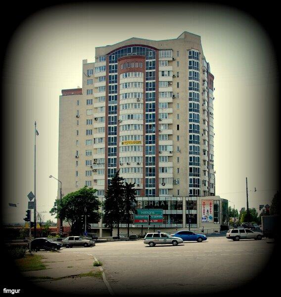 Дом на пересечении улиц Гагарина и Яценко