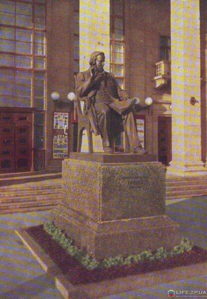 Памятник М.И. Глинке (1960 год)