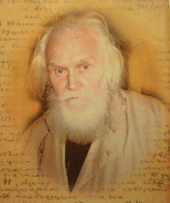 Человек с непростой биографией, в 50-х годах преподавал в запорожских школах (34-й,30-й), практически основатель туризма в Запорожской области.