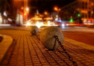 Гранитные шары на проспекте Ленина