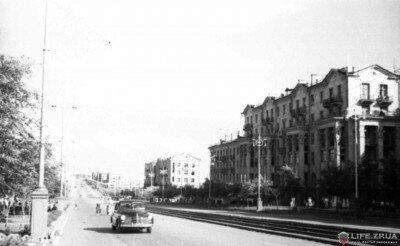 Лето 1956 года. Пр.Ленина от ул.12 Апреля до пр.Жданова. Автомобиль в 1956 году еще большая редкость.