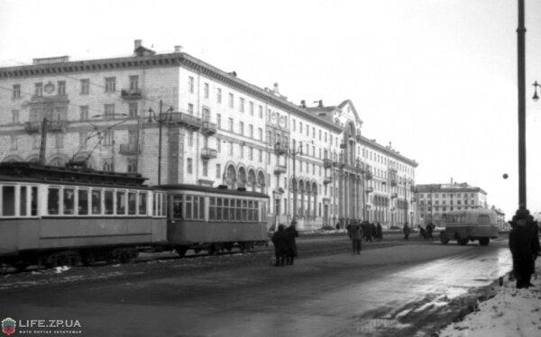 Проспект Ленина в районе улицы Сталеваров в январе 1956 года
