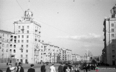 Проспект Ленина в районе проспекта Металлургов и улицы 12 Апреля в мае 1956 года