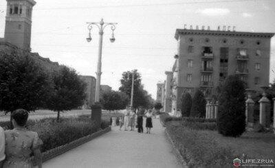 Пр.Ленина от ул.Верхней до пр.Металлургов в июле 1958 года.