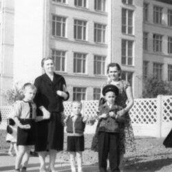 СШ №28 и её ученики осенью 60-го года