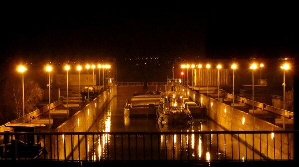 Ночной шлюз плотины ДнепроГЭС