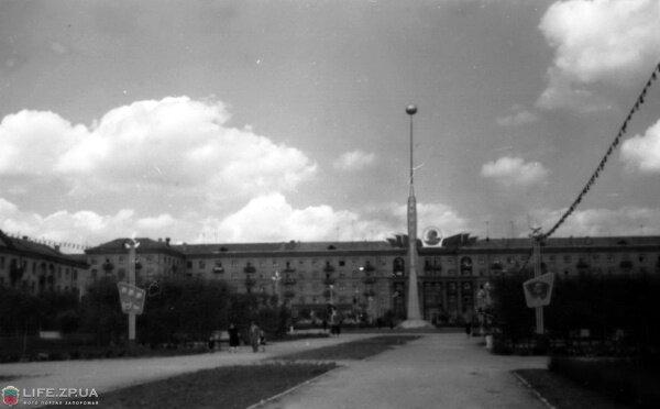 Весна 1960 года. Проспект Маяковского, впереди улица 40 лет Советской Украины.