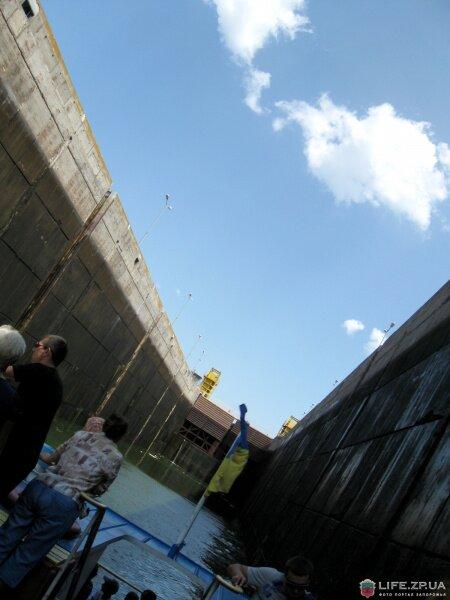 В новом шлюзе плотины ДнепроГЭС